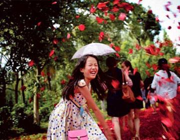昆明晋宁南村举办首届鲜花文化节 万人与花狂舞