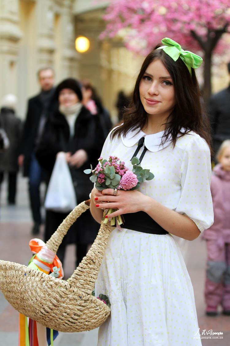 莫斯科古姆商场的卖花姑娘