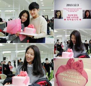 朴信惠出道十周年纪念日 拍摄现场收粉色鲜花蛋糕