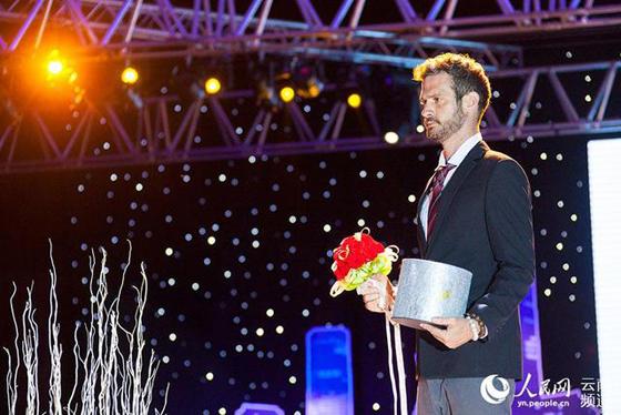 在婚礼秀上展示的保鲜花,玫瑰三五年绽放不败