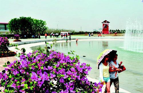 """太原:杏花岭区""""百花园""""开园 市民可欣赏花卉和特色农业"""