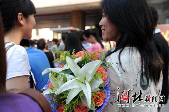 18朵鲜花,孩子的成人礼物。