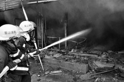 鲜花店突起大火被烧毁 无人员伤亡