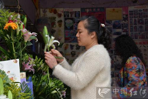 清明节:鲜花祭先人 文明又时尚