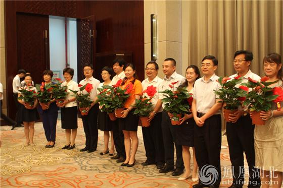 武汉园博会教师节前夕送鲜花 优秀教师获赠红掌盆栽