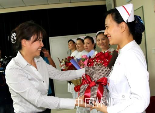 北京市花月季赠与白衣天使