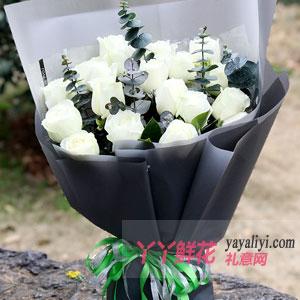 19枝白色玫瑰