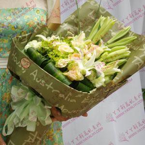 鲜花11枝精品香槟玫瑰4枝铁炮百合(深情的爱)