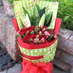 康乃馨玫瑰百合混搭花束