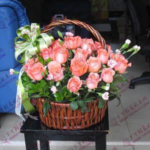 30支粉玫瑰小花篮鲜花速递