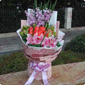19支粉玫瑰4支百合时尚混搭花束(完美的爱)