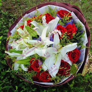 鲜花速递19支红玫瑰3支百合(眼中只有你)