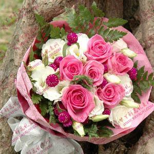 11支桃红玫瑰搭配9支洋桔梗