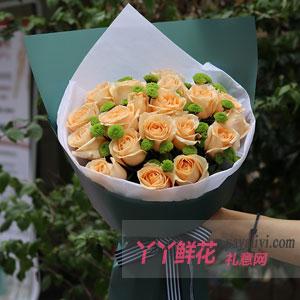 初恋 - 19朵香槟玫瑰配小绿菊