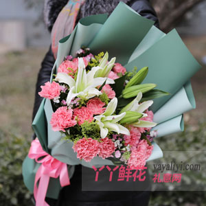 美好如昔 - 19朵粉色康乃馨6朵百合黄莺小碎花