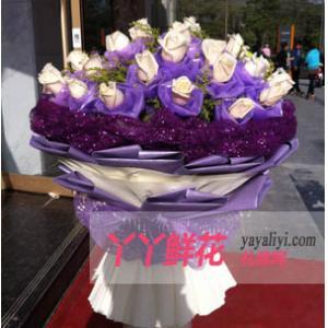 鲜花速递66枝白玫瑰