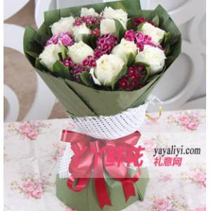 鲜花速递11枝白玫瑰相思梅栀子叶点缀