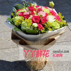 19枝桃红玫瑰配康乃馨