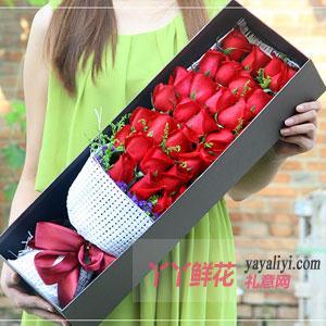 33朵红玫瑰黄莺搭配咖色礼盒