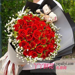 33朵红玫瑰2只小熊