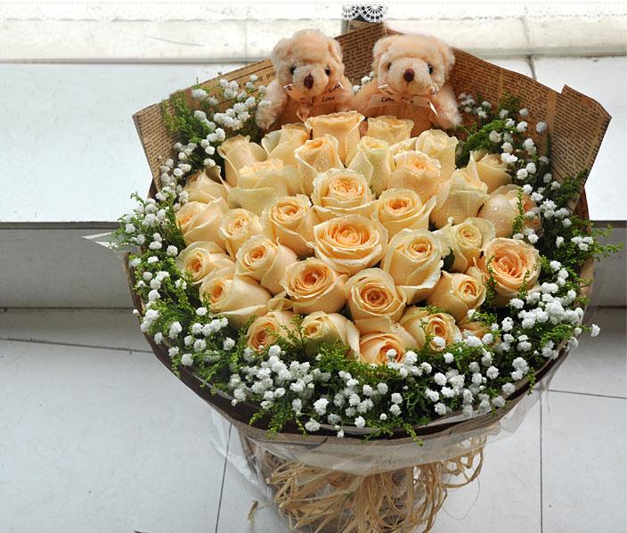 33朵香槟玫瑰加2只可爱小熊实拍图