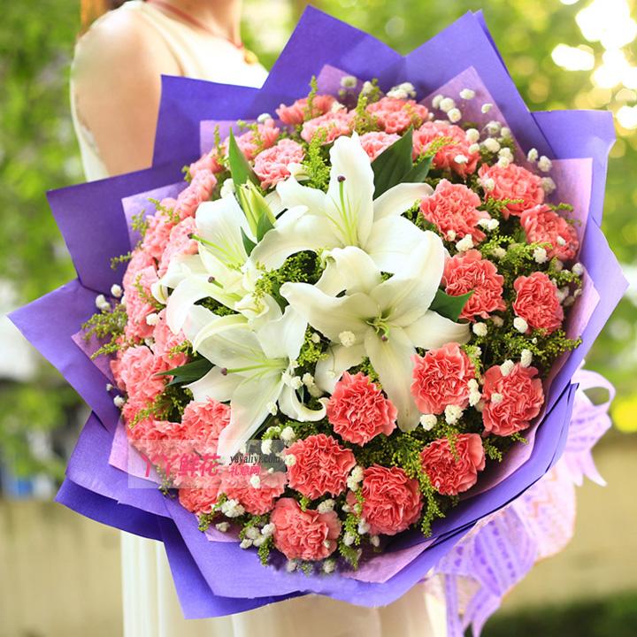 66朵粉色康乃馨2枝多头白色香水百合