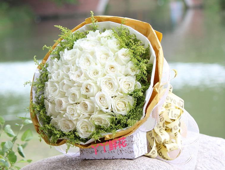 33朵白玫瑰土黄色皱纹纸圆形包装