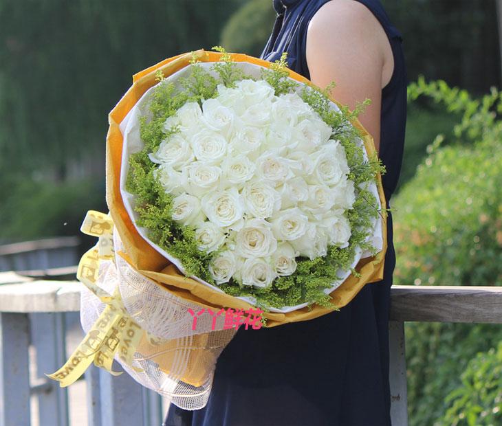 33朵白玫瑰(纯纯的爱)真人实拍图