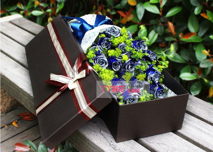 19朵蓝色妖姬深色鲜花礼盒(蓝色之恋)细节图