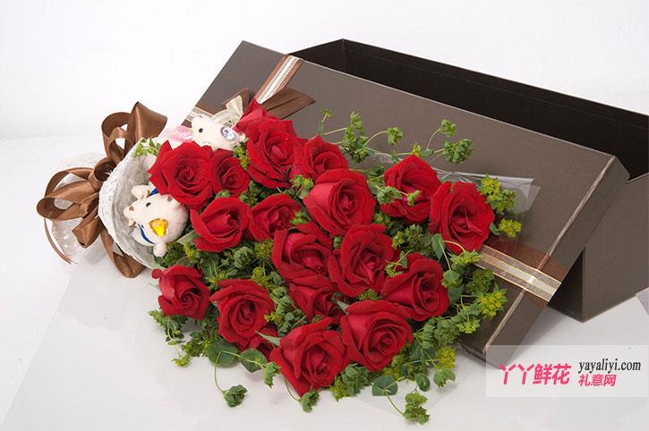 19朵红玫瑰2小熊情燃不夜天鲜花礼盒细节图