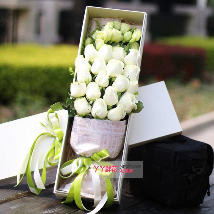 19只A级白雪山玫瑰搭配绿色桔梗白色礼盒