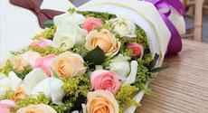520情人节鲜花19支混色玫瑰礼盒(爱在这一刻)