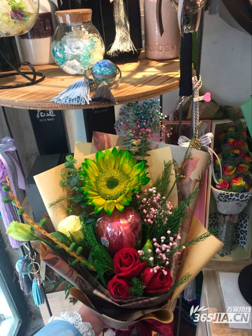 平安夜圣诞节合肥鲜花价格小幅上涨 玫瑰一支5至18元差距大