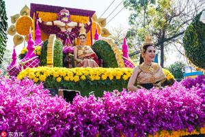 泰国清迈鲜花节开幕 游人如织大陆游客随处可见