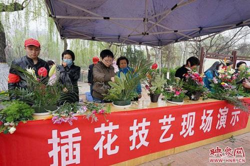 郑州动物园桃花节开幕