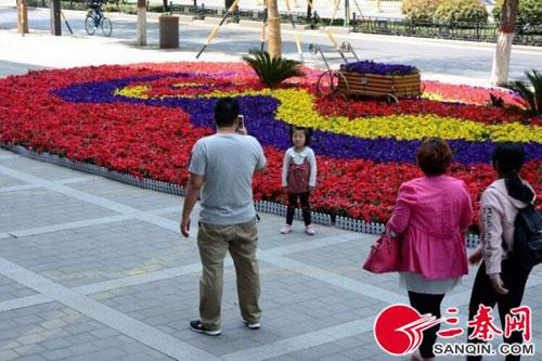 迎接五一劳动节 鲜花扮靓长安城