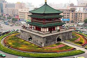 陕西三秦:碑林区摆放30余万盆鲜花 扮靓钟楼周边