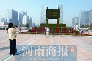 """郑州98个立体花坛""""揭开红盖头"""" 将""""盛开""""到明夏"""